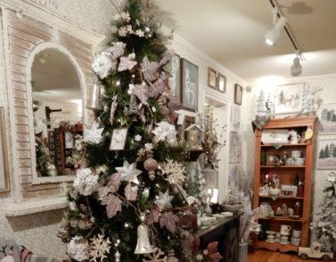 【アメリカのクリスマスツリーとフェルト・布で手作りオーナメント】